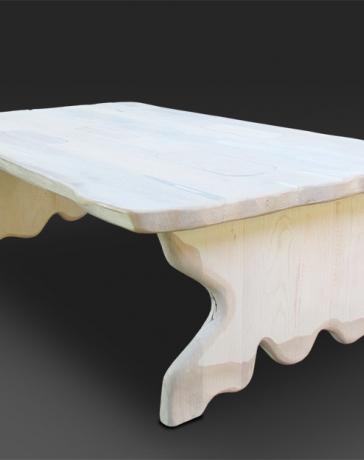"Klub sto ""Ka"" je napravljen od tvrdog drveta - jasen. Elementi ovog klub stola su ručno oblikovani"